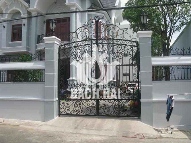 cổng sắt biệt thự phố bh-10178
