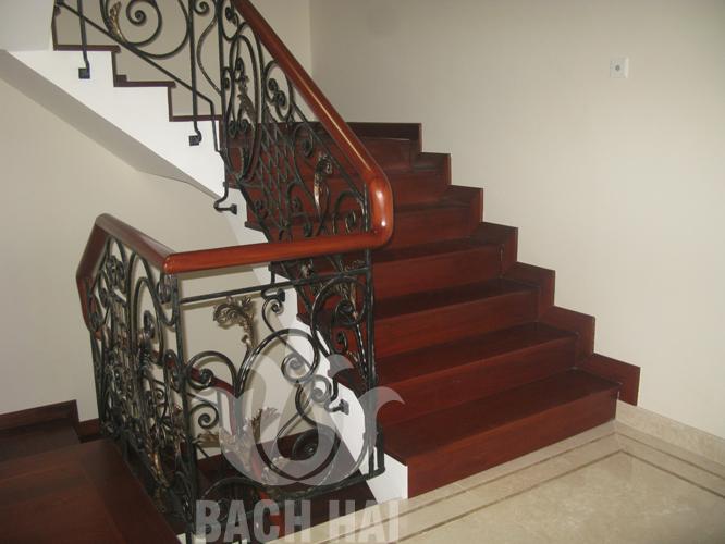 cầu thang sắt rèn lá sắt sơn đồng bh-10198