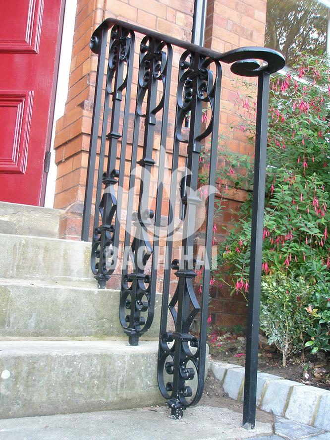 cầu thang bậc thềm trước nhà