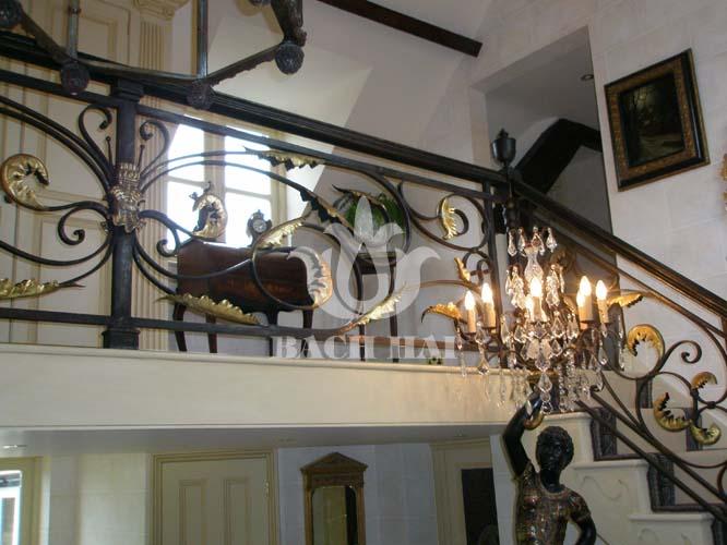 Cầu thang sắt thiết kế sang trọng, cầu thang sắt sơn đen nhũ đồng đẹp.