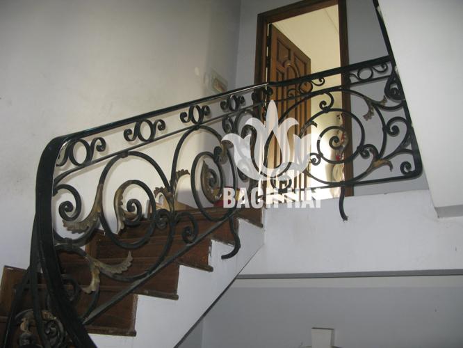 cầu thang sắt cổ điển châu âu lá đồng bh-10139