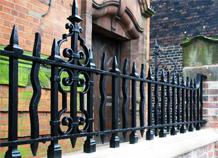 hàng rào sắt kiên cố