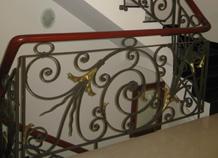 Lan can cầu thang sắt uốn thiết kế theo phong cách Châu Âu, hiện đại, an toàn.