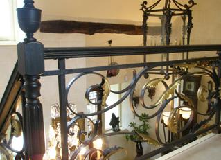 Cầu thang sắt đẹp nội thất bạch hải, cầu thang sắt uốn lượn độc đáo,đa dạng mẫu mã phù hơp mọi đối tượng khách hàng